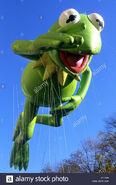 Macys-thanksgiving-day-parade-kermit-the-frog-balloon-central-park-D11059