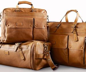 Tumis-travel-essentials-m