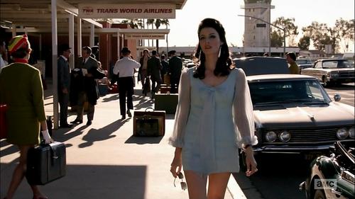 7x01 Megan outfit 1