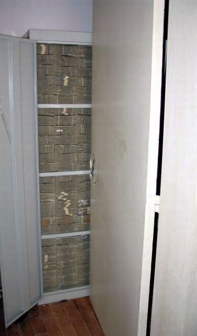 Mexican-Drug-Lord-Home-Another-cabinet-stack-tight-with-cash-all-100039s