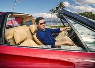 Jay Hernandez (Magnum) inside the car