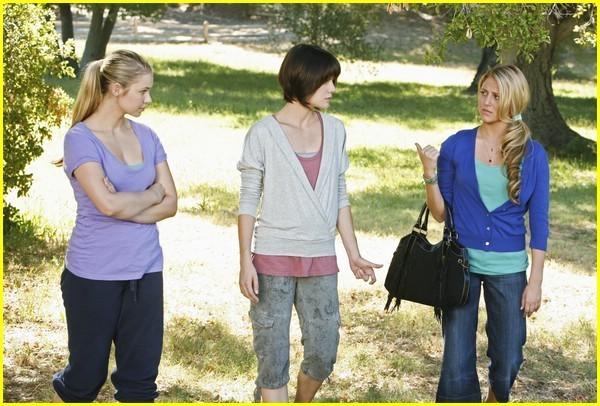 File:Cast-make-it-or-break-it-girls-30113851-600-406.jpeg