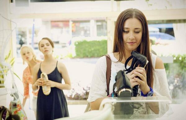 File:Evie shopping.jpg