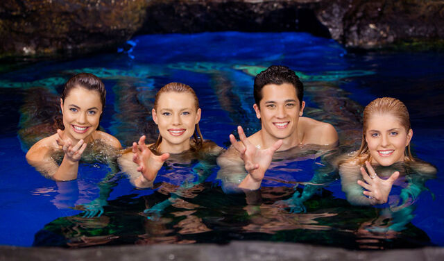 File:Mako Mermaids Power Gestures.jpg