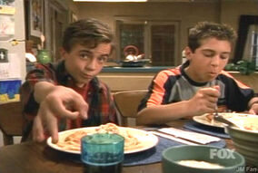 Malcolm-and-Reese-malcolm-in-the-middle-Dinner Out s2