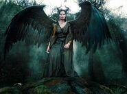 Angelina-Jolie-Maleficent-maleficent-2014-37151007-500-369