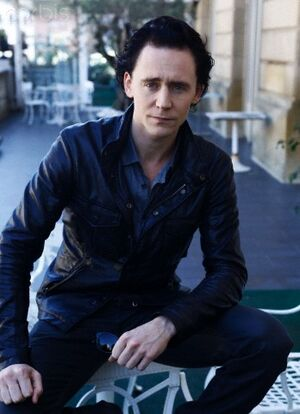 Tom-Hiddleston-tom-hiddleston-25626631-348-480