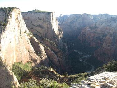 1280px-Zion Canyon, Zion National Park
