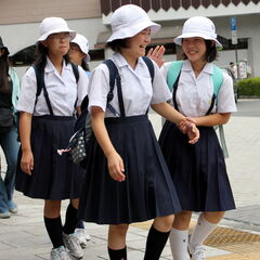 You call these school girls, thy are just intoxicated brats!