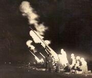 Cañón de artillería EA noche