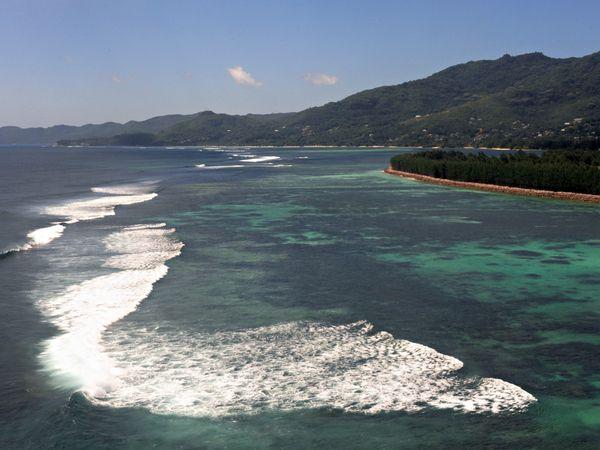 File:Ocean-reefs-seychelles.jpg