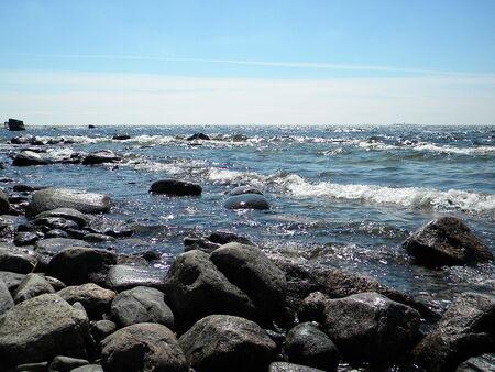 1280px-Rocky shore of Kaunissaari Island in front of Helsinki