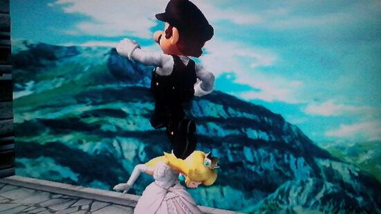 Mario Galáctico saltando encima de la Reina Peach