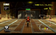 MKW Screenshot Diddy Kong POW-Block