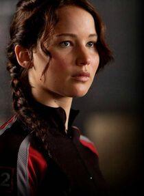 Katniss-Everdeen-the-hunger-games-fan-club-30601998-530-725