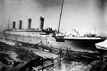 250px-Titanic under construction