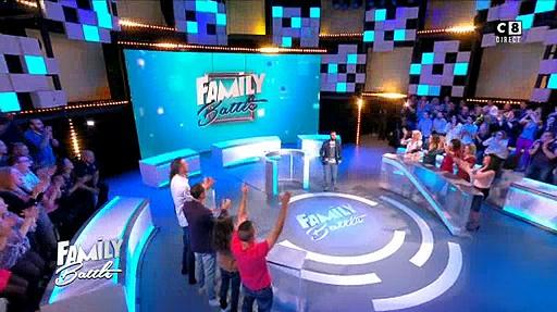 """Regardez le début du nouveau jeu """"Family Battle"""" qui a été lancé en direct ce soir à 19h10 par Cyril Hanouna sur C8"""