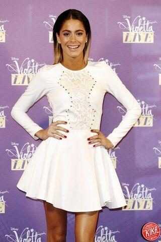 File:Violetta live tini.jpg