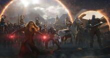 Алая Ведьма присоединяется к битва за Землю - Мстители Финал