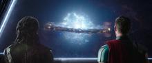 Тор смотрит на уничтожение Асгарда - Рагнарек