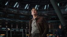 Роджерс осматривает корабль - Мстители