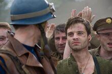 Барнс предлагает солдатам поблагодарить Роджерса - Первый мститель