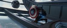 Капитан Америка блокирует выстрелы Зимнего солдата - Другая война