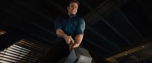 Стив пытается поднять молот - Эра Альтрона