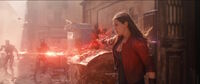Алая Ведьма уничтожает роботов Альтрона