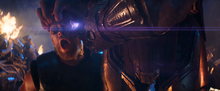 Танос мучает Тора - Война бесконечности