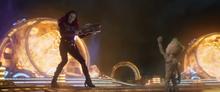 Гамора во время битвы с Абилиском - Стражи галактики 2