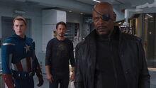 Роджерс, Старк и Фьюри смотрят на разозлившегося Беннера - Мстители