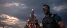 Тор сбрасывает Хелу с моста - Рагнарек