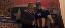 Роджерс и Брандт позируют для фото - Первый мститель
