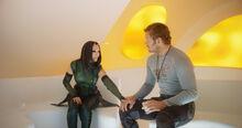 Мантис трогает Питера - Стражи галактики 2