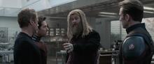 Тор говорит отдать ему перчатку - Мстители Финал