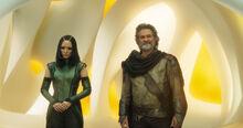 Мантис и Эго приветствуют Стражей - Стражи галактики 2