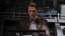 Роджерс изучает информацию о Мстителях - Мстители