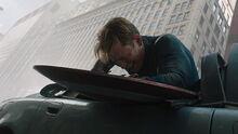Капитан Америка упал со здания - Мстители