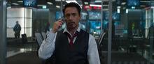 Старк разговаривает с Россом по телефону - Противостояние