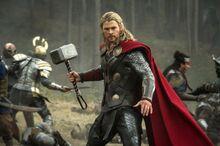 Тор сражается с мародерами - Царство тьмы