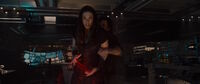 Алая Ведьма пытается помещать Тони Старку
