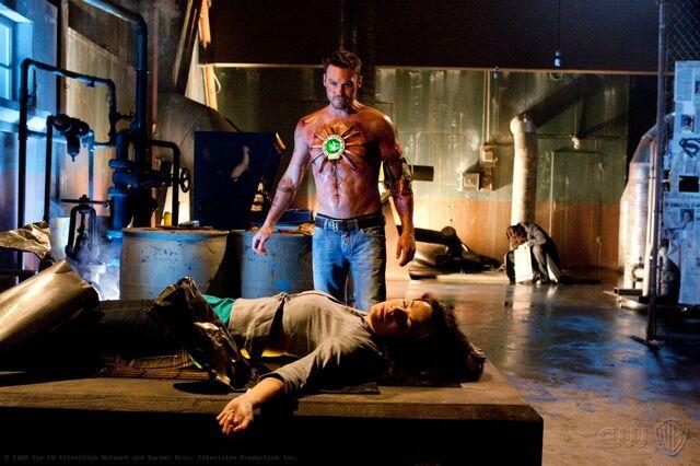 File:Smallville Episode Metallo 001.jpg