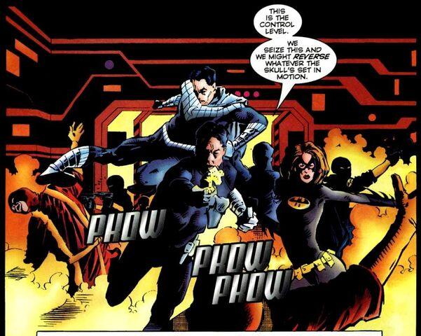 File:Bruce Wayne Amalgam Universe 004.jpg