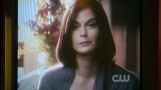File:Ella Lane (Smallville) 001.jpg