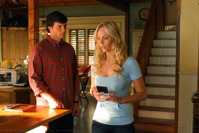 File:Smallville Episode Lara 001.jpg
