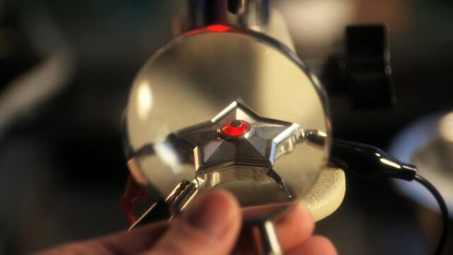 File:Starro Device Smallville 002.jpg