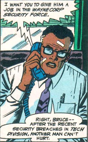 File:Lucius Fox 0004.jpg