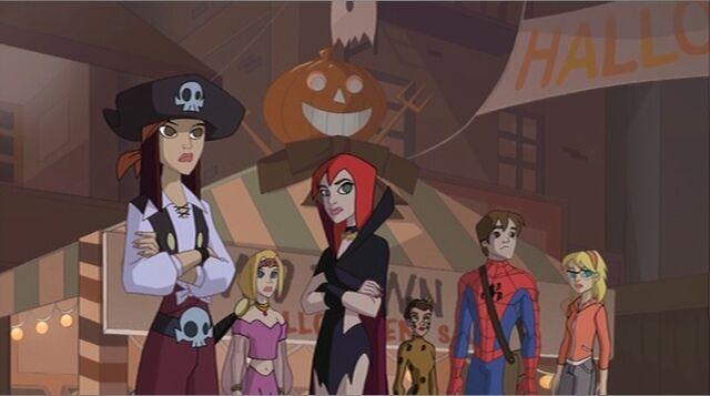 File:Students Watch Halloween Pyramid SSM.jpg