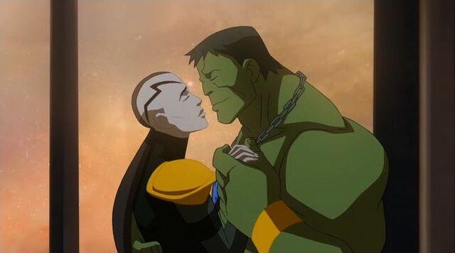 File:Caiera Hulk Kiss PH.jpg